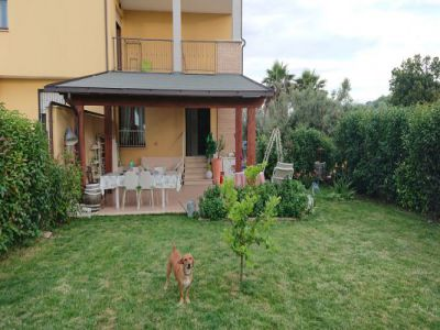 ea_giardino_con_portico_JPG